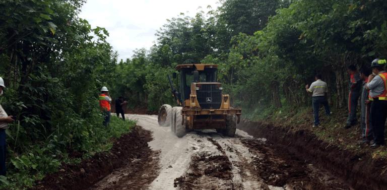 Tecnología para mejorar los caminos rurales Cementos Progreso Guatemala