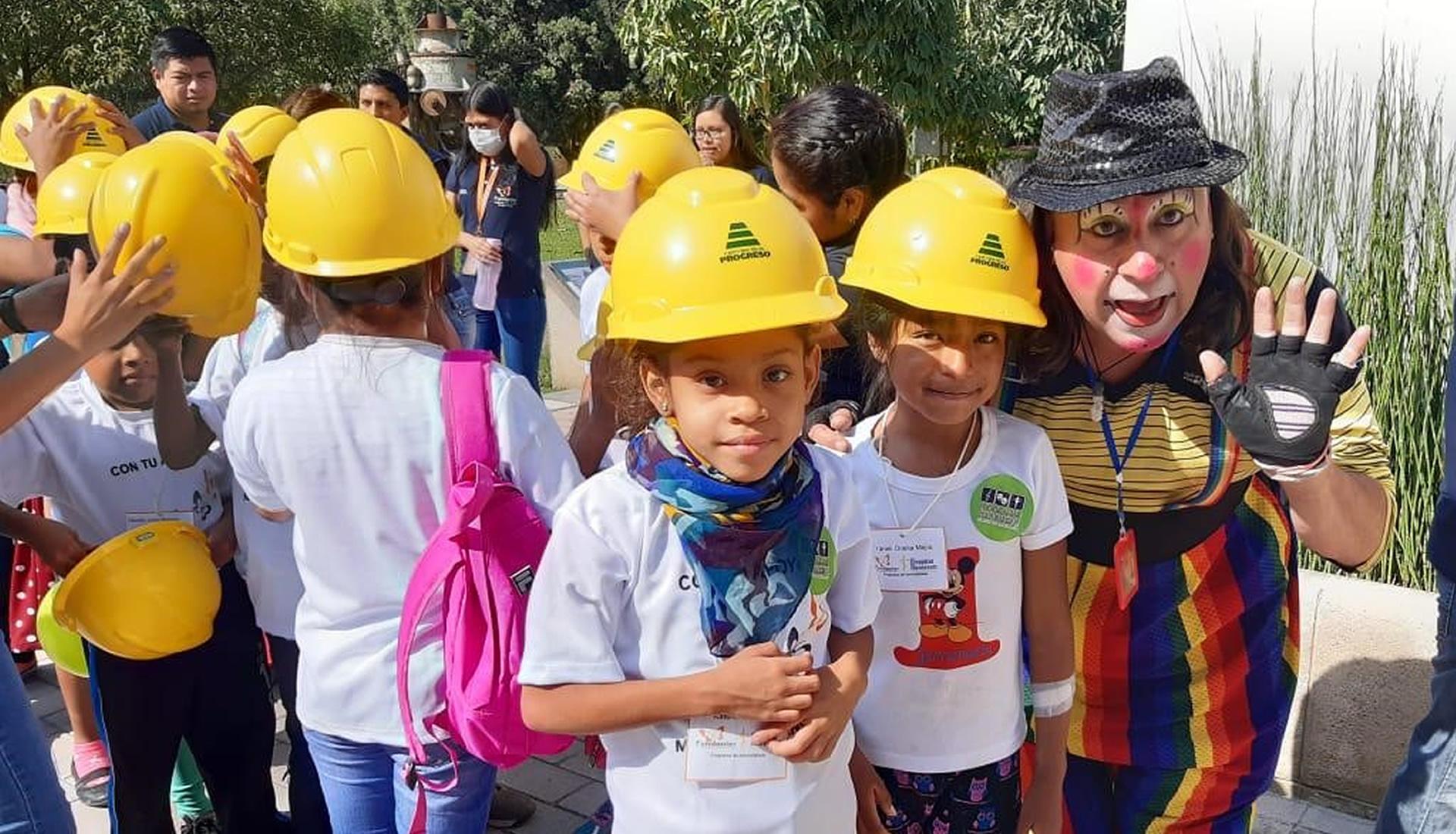 Un día recreativo con el programa de hemodiálisis de Fundanier tu muni guatemala cempro cementos progreso
