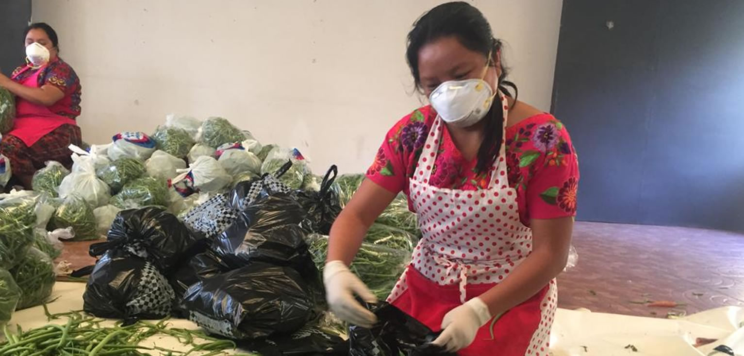 Manos solidarias llevan alimento a comunidades cempro cementos progreso guatemala