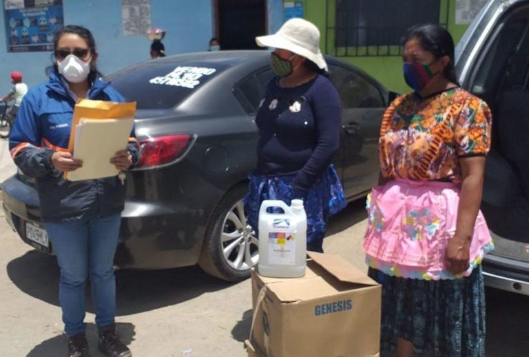 Donan alcohol en gel e insumos médicos cempro cementos progreso guatemala