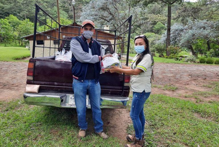 Familias reciben más de 8 mil kits básicos de alimentos cempro cementos progreso guatemala