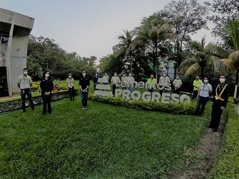 Cementos Progreso recibe certificación OEA cempro