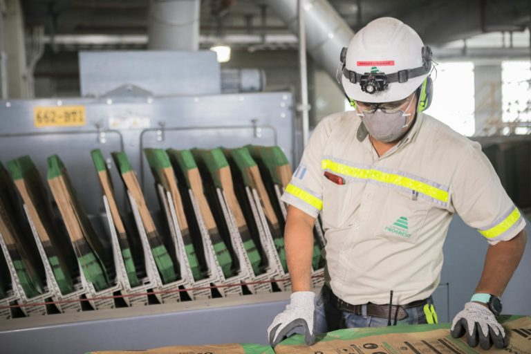 Prensa local visita la planta San Gabriel de manera virtual cempro guatemala cementos progreso