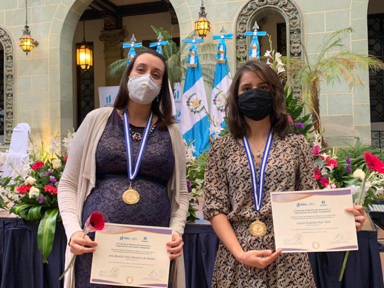 reconocimiento de mintrab hacia 2 colaboradras de Progreso Guatemala