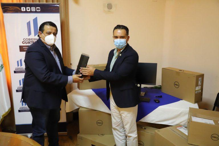 Progreso dona equipo de computo al MARN guatemala