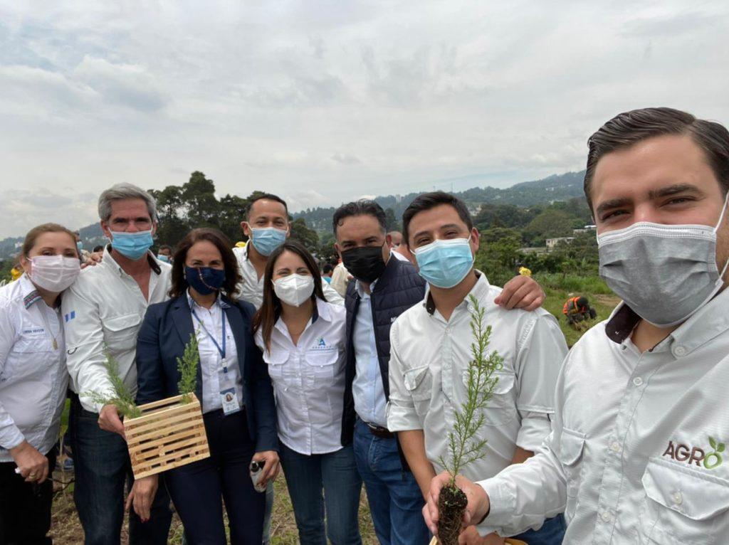 Progreso conmemora bicentenario de Guatemala donando 200 mil árboles agrobosques