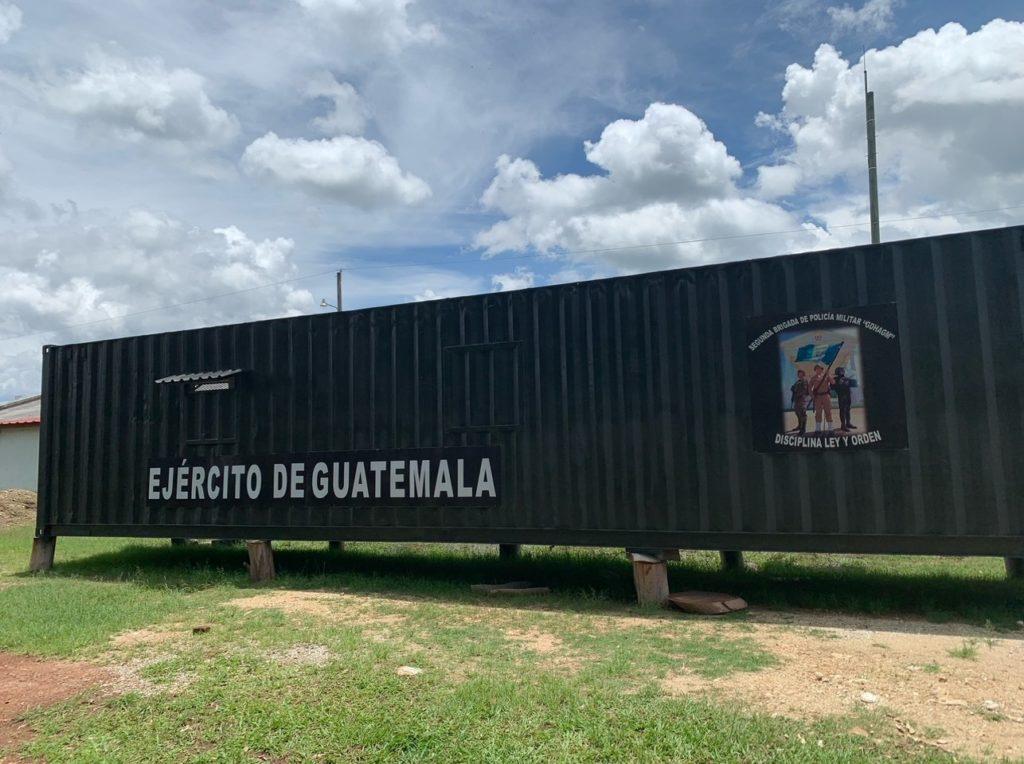 policia militar de san juan sacatepequez tendra ahora dormitorio con donacion de contenedor progreso construyendo juntos guatemala