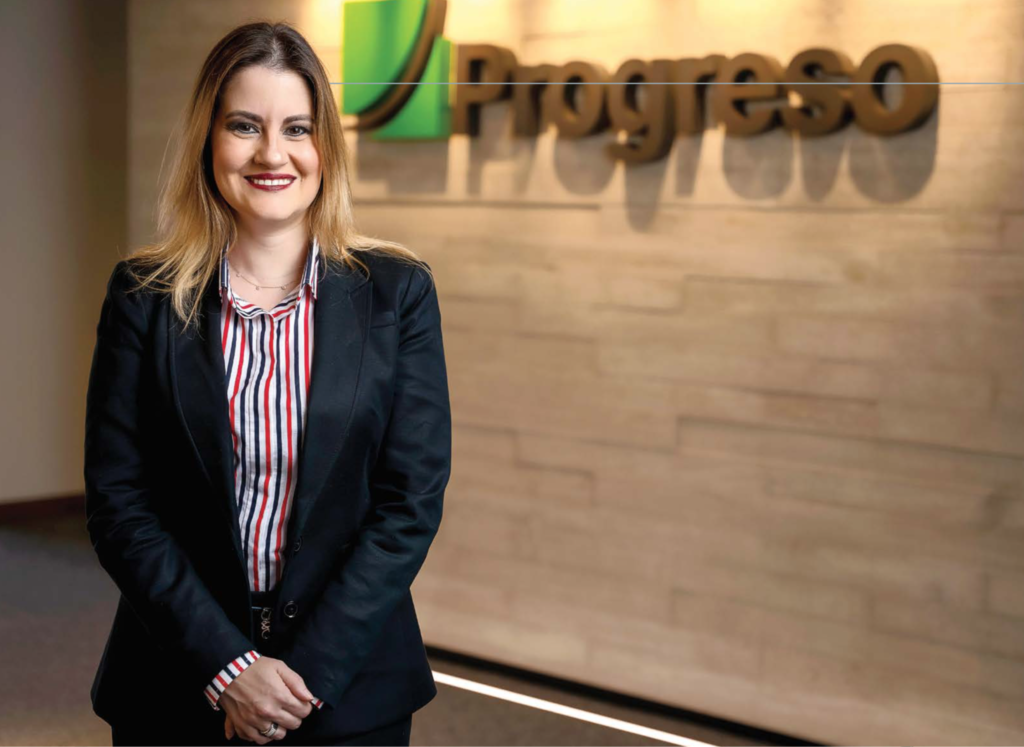 Stephanie Melville directora titular y secretaria junta directiva progreso latam guatemala revista summa edicion 68 mujer