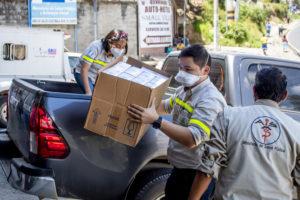 mil kits convid-19 entregó Cementos progreso a universidad rural Guatemala